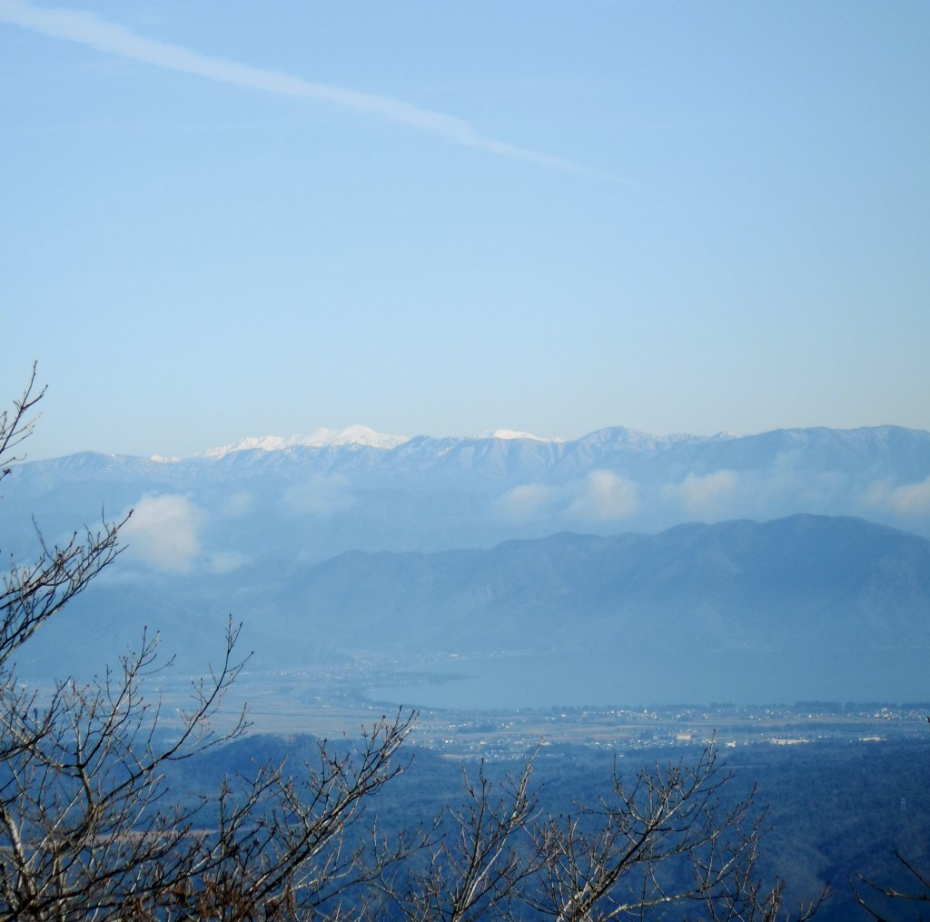 琵琶湖の上に白山