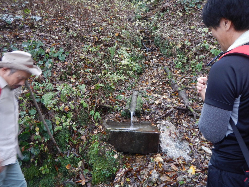 06.現在の手水鉢